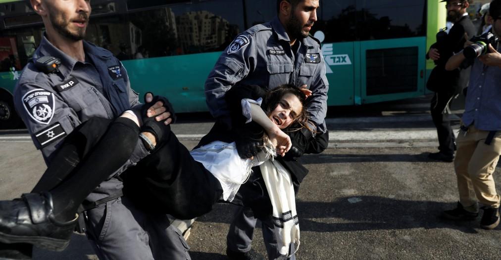 Tolak wajib militer warga Yahudi Ortodoks berunjuk rasa