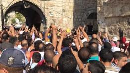 Warga Palestina di Al-Quds memprotes penutupan Masjid al-Aqsa oleh Israel