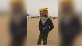 Warga Palestina Gaza olah jerigen jadi masker anti gas air mata