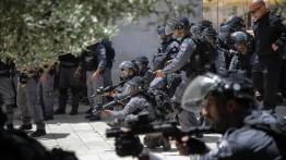 Seorang warga Palestina di Yerusalem menuntut Polisi Israel karena menempatkan senjata di rumahnya