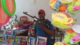 Pasukan pendudukan Israel sita mainan anak-anak di Hebron