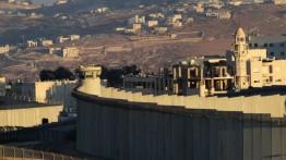 Israel dirikan tembok pemisah antara kamp pengungsi dan permukiman