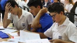 """Peduli Palestina, 2 siswa Yahudi di Afrika Selatan lakukan aksi """"berlutut"""""""