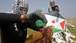 """300 Layang-layang """"meneror"""" pemukim Israel"""