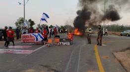 Warga Israel tahan truk barang yang ingin masuk Gaza di Karm Abu Salim