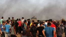 "Warga Palestina berunjuk rasa dengan slogan ""Kami akan tetap bertahan meski ada blokade"""