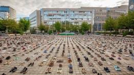 Tuntut langkah nyata untuk bela Palestina, para aktivis letakkan 4.500 pasang sepatu di depan gedung Dewan Uni Eropa