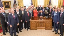 Trump menerima 'Friends of Zion Award' dalam upacara di Gedung Putih