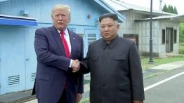 Untuk pertama kali, Donald Trump injakkan kaki di Korut bertemu Kim Jong-Un