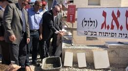 Mantan pejabat AS meletakkan batu pertama pembangunan hunian baru di permukiman Israel