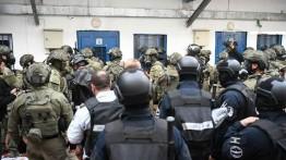 Pasukan Israel serbu penjara Ofer, 100 tahanan Palestina terluka