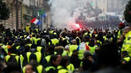 Bentrokan warga dan militer Perancis kembali berlangsung di Paris