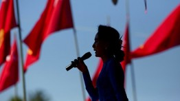 "Ironi ""Pejuang HAM"" Aung San Suu Kyi"