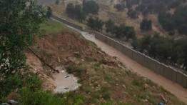 Banjir bandang hancurkan beberapa bagian 'tembok apartheid' Israel