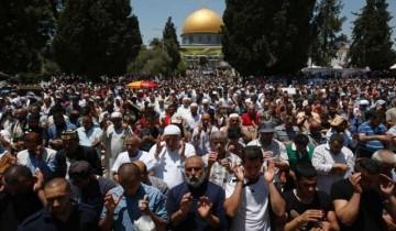 Puluhan ribu warga Palestina tunaikan shalat Idul Adha di Masjid Al-Aqsa