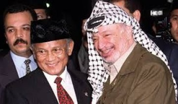 Habibie dan Yassir Arafat.jpg