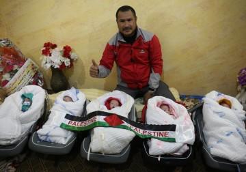 Foto kelahiran bayi mungil kembar 5 di Gaza Palestina