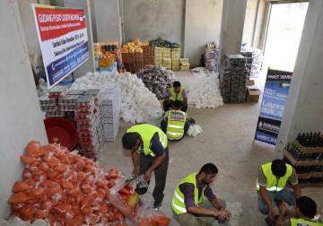 Pemuda Gaza Palestina Beraktifitas di Gudang Pusat Logistik Indone
